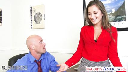 С бритоголовым начальником трахнулась секретарша